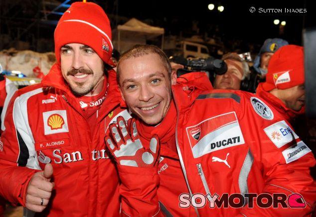 Fernando Alonso (izq.) y Valentino Rossi (der.) – SoyMotor.com