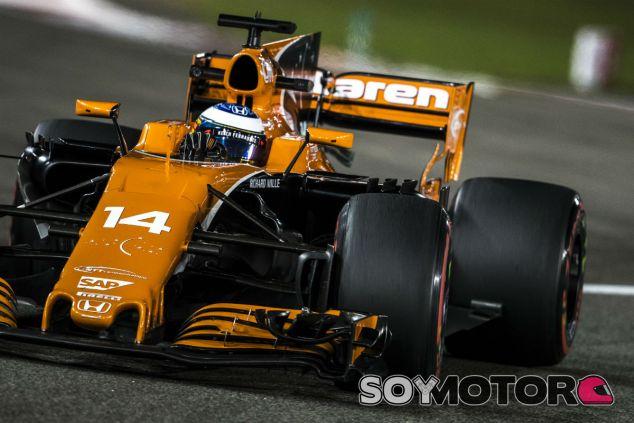 Alonso durante el pasado GP de Abu Dabi - SoyMotor.com