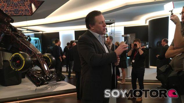 Zak Brown durante un acto en Ginebra - SoyMotor