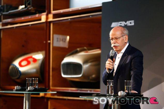Dieter Zetsche en la presentación de Mercedes - LaF1