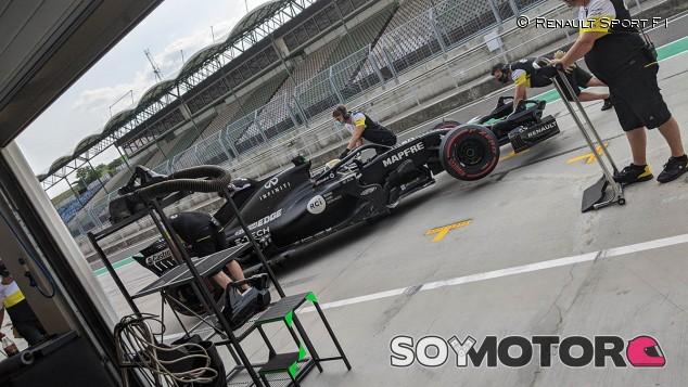 Vídeo: Zhou prueba el Renault R.S.18 en Hungaroring - SoyMotor.com