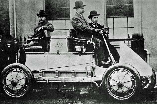 La primera carrera de coches eléctricos data de... ¡hace 120 años! Y Porsche ya estaba allí - SoyMotor.com