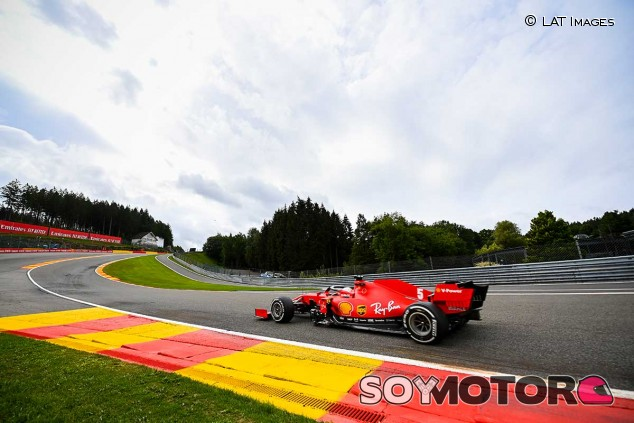 Sebastian Vettel en Eau Rouge - SoyMotor.com