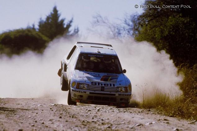 Reutemann al volante del Peugeot 205 T16 en Argentina - SoyMotor.com