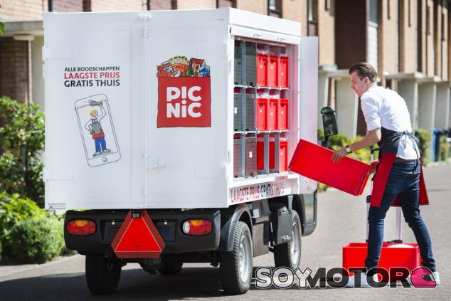 Empleado del supermercado Picnic - SoyMotor.com