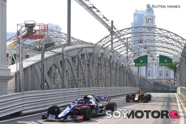 Pierre Gasly y Max Verstappen en Marina Bay - SoyMotor.com