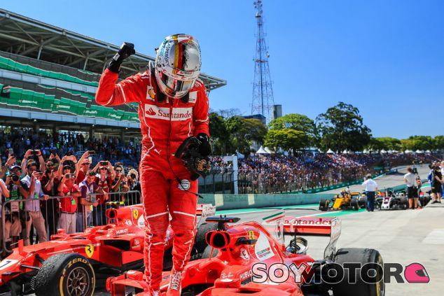 Vettel celebra su victoria en Interlagos - SoyMotor.com