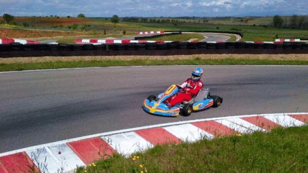 Circuito Fernando Alonso Alquiler Karts : Vuelta onboard de fernando alonso en su circuito de karts