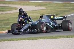 FOTOS: Intercambio de monturas entre Hamilton y Rossi