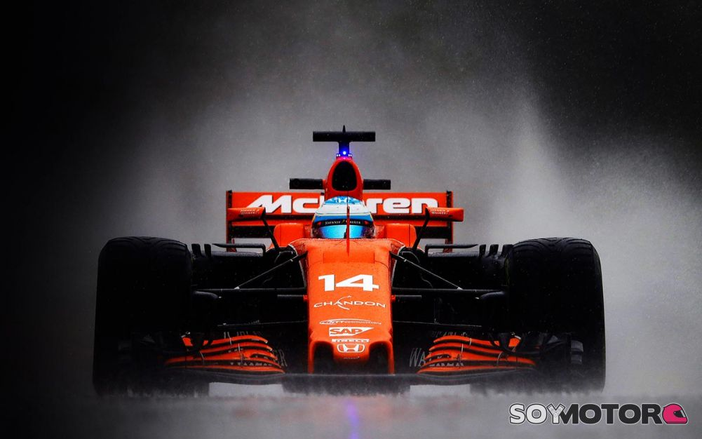 THE MAN'S TOO BIG , THE MAN'S TOO STRONG .    Alonso-mclaren-brown-2018-f1-soymotor
