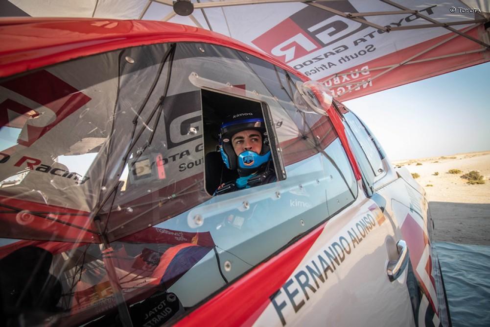 Así se prepara Fernando Alonso en las dunas