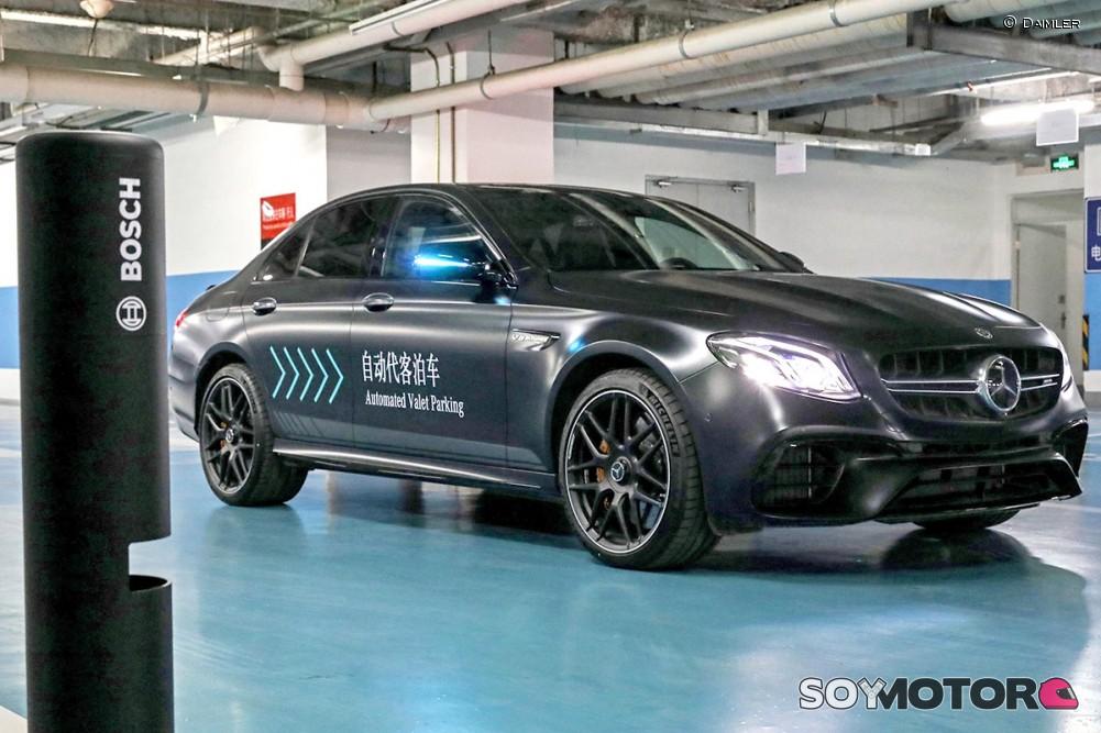 Primicia mundial de Bosch y Daimler: aparcar sin supervisión humana