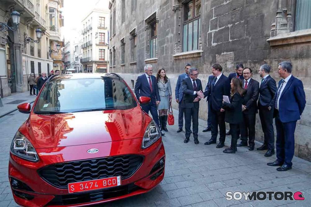 Ford enchufa a Almussafes a la red híbrida
