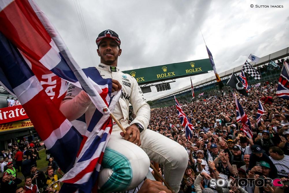 Hamilton y Mercedes vuelven a imponer su ley en Silverstone
