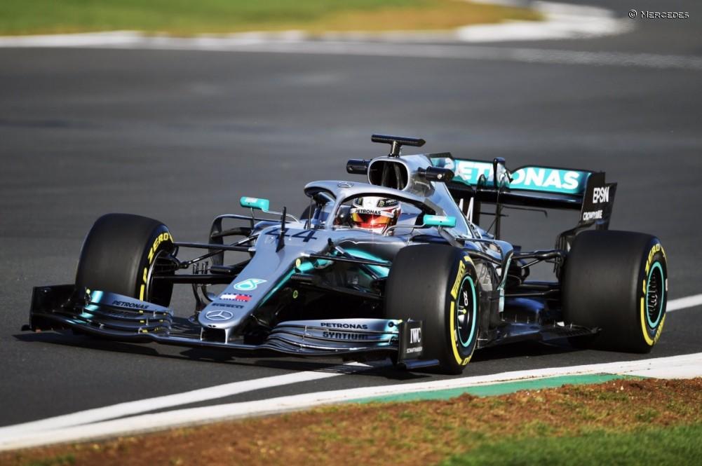 Mercedes presenta su nuevo W10 con un shakedown en Silverstone