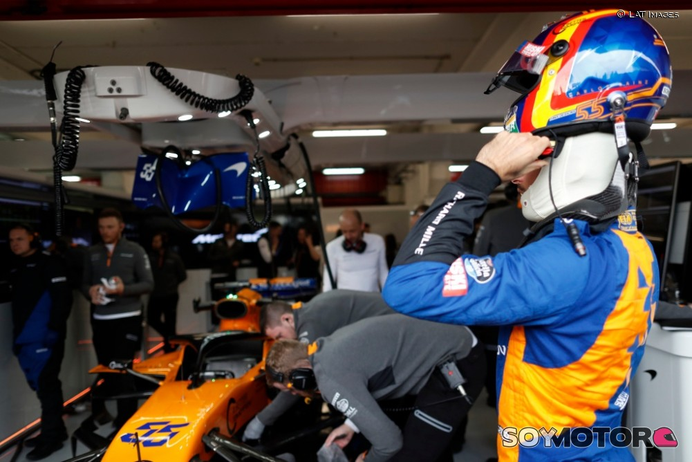 Se incendia el box de McLaren en Montmeló y deja heridos