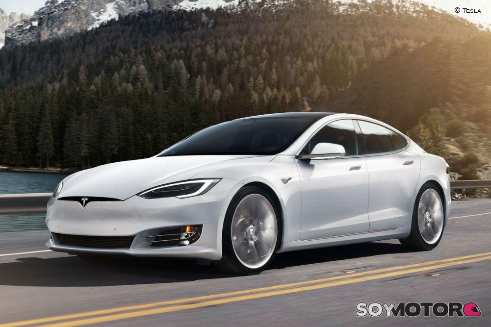 Acciones de Tesla siguen cayendo en Wall Street
