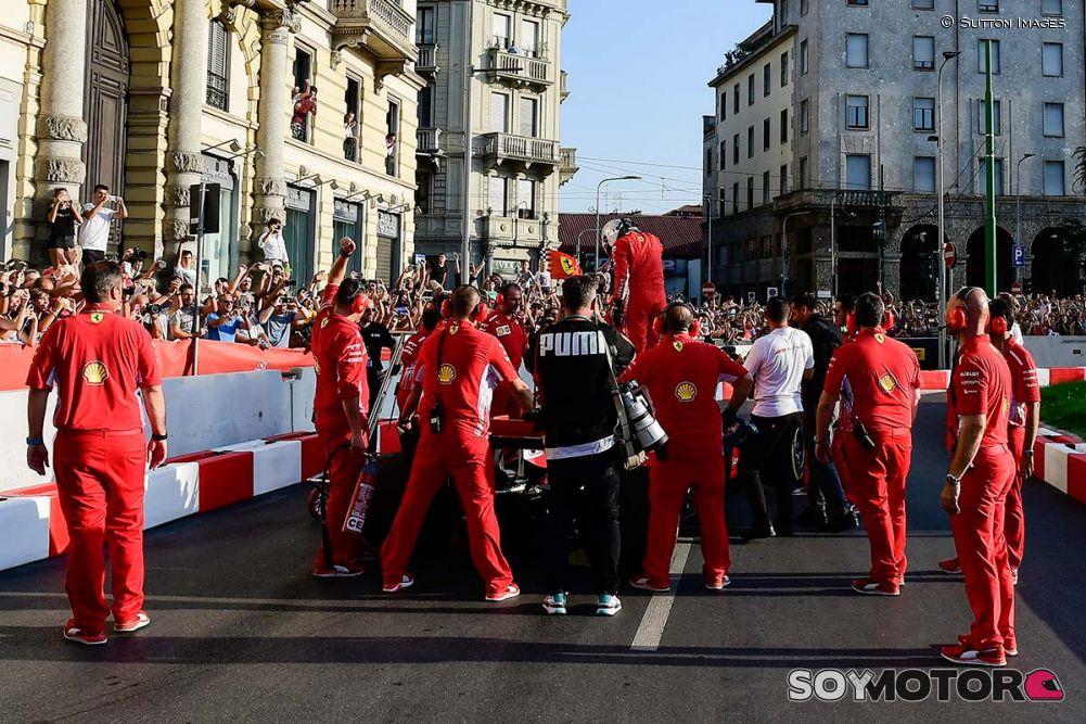 Deportes: Hamilton desfiló en Monza