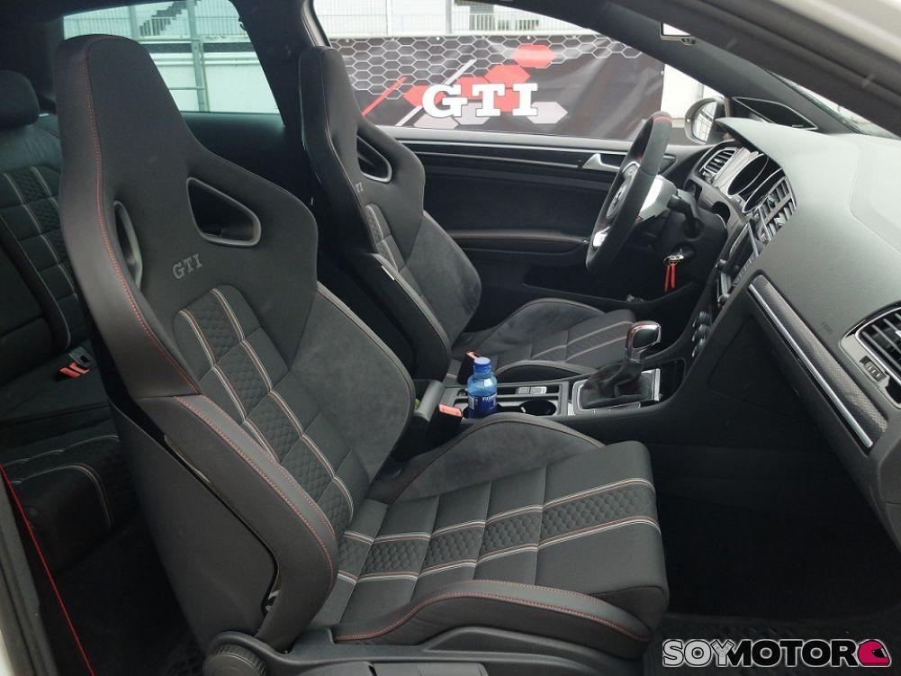 Contacto VW GTI Clubsport en el Jarama