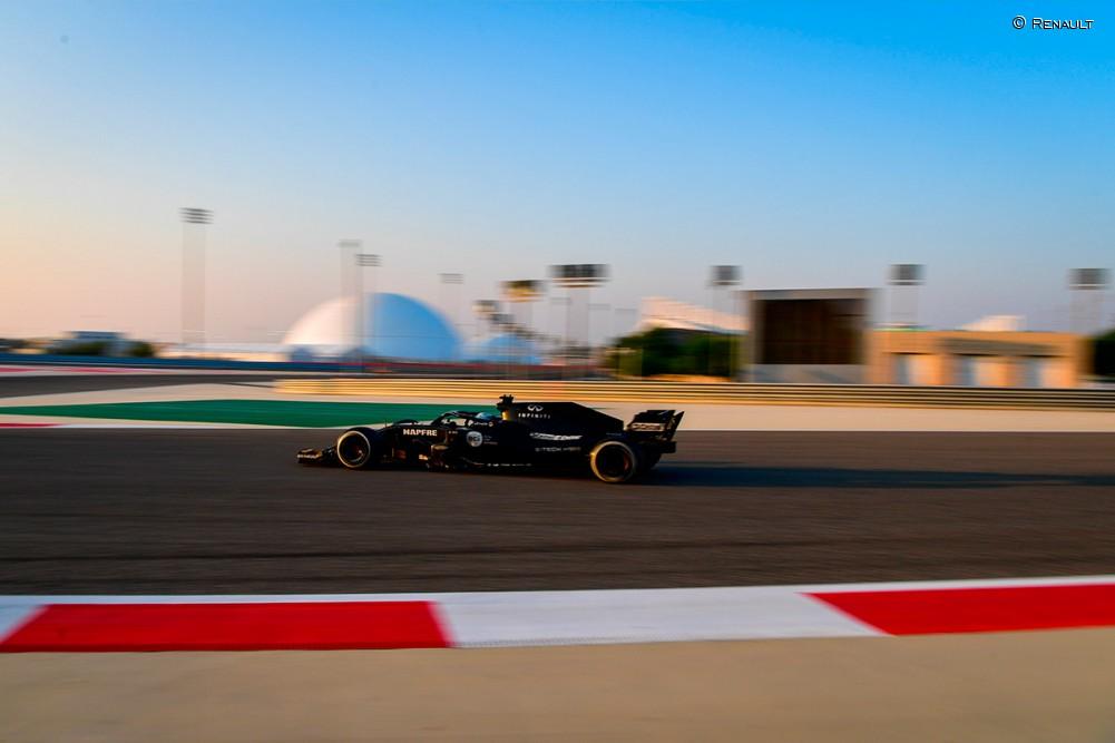 Alonso en su test con el Renault RS18 en Baréin - SoyMotor.com