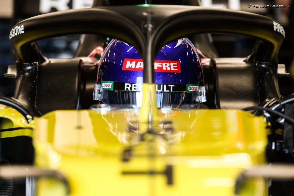 Filming day de Alonso con el Renault RS20 en Barcelona - SoyMotor.com