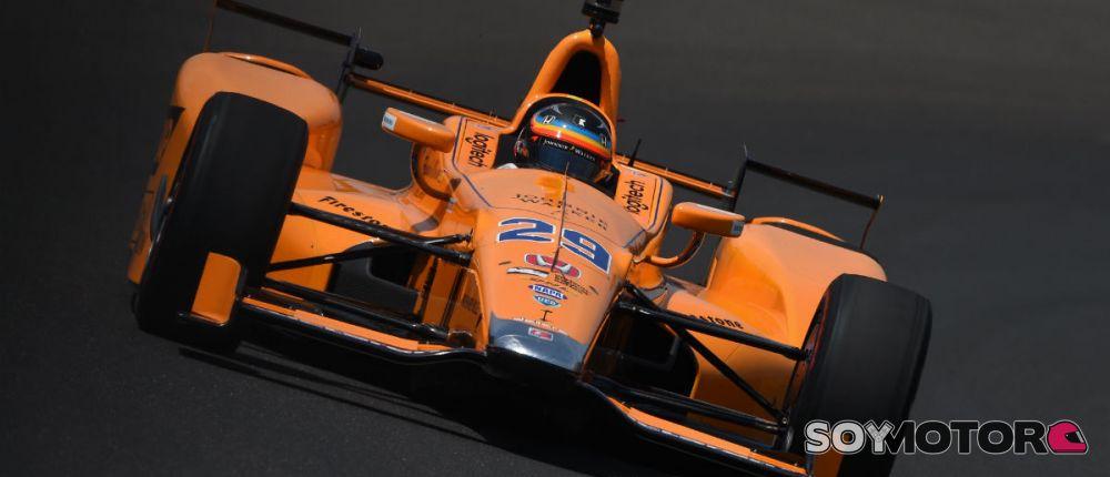 Fernando Alonso en su primer día de entrenamiento en Indianápolis - SoyMotor.com