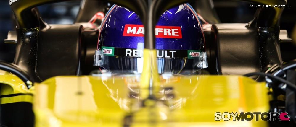 FOTOS: filming day de Alonso con el Renault RS20 en Barcelona - SoyMotor.com
