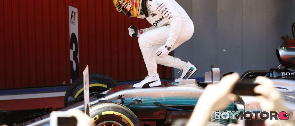 Hamilton celebra su victoria en Barcelona - SoyMotor.com