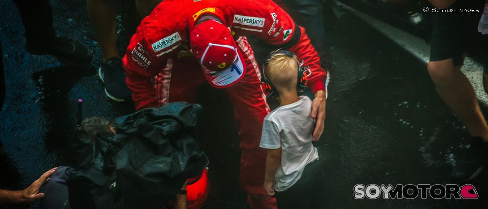 Kimi Räikkönen y su hijo, Robin, en Hungaroring - SoyMotor.com