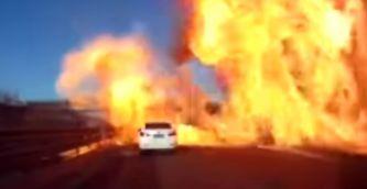 La bola de fuego atrapa a dos vehiculos sin apenas margen de reacción - SoyMotor