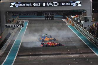 Alonso, Hamilton y Vettel hacen 'donuts' al final de la carrera - SoyMotor
