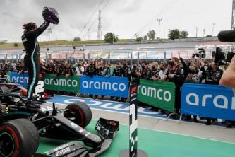 Hamilton, en otro mundo: victoria en Hungría sin oposición; Verstappen, del accidente al podio - SoyMotor.com