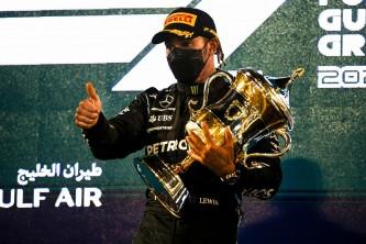 Hamilton salva la victoria de Baréin por un 'desliz' de Verstappen - SoyMotor.com