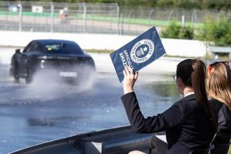 Porsche Taycan durante el intento oficial - SoyMotor.com