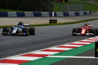 Wehrlein y Räikkönen durante un GP esta temporada - SoyMotor.com