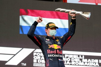 Verstappen, recital y victoria bajo la lluvia en Imola; Sainz roza el podio - SoyMotor.com