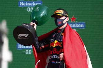 Verstappen barre la estrategia de Mercedes en Zandvoort; Alonso y Sainz, en el 'top 7' - SoyMotor.com