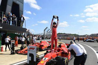 Sebastian Vettel festeja su victoria en Gran Bretaña - SoyMotor
