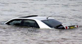 Caer con tu coche al agua y poder contarlo, en cinco claves