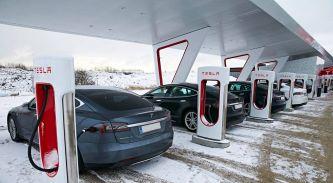 Tesla pone precio a los repostajes en sus Supercharger