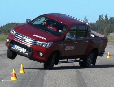 Captura de la prueba del alce realizada por un medio sueco con el nuevo Toyota Hilux - SoyMotor