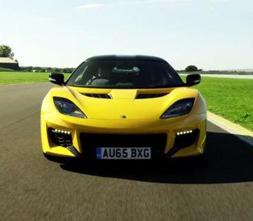 El Lotus Evora 400 ses desmelena en el circuito de la marca - SoyMotor