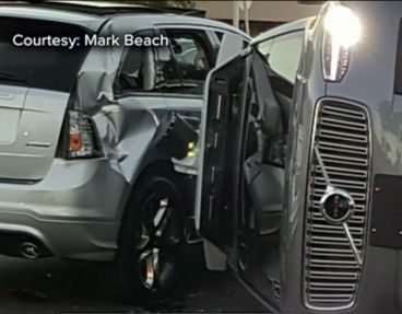Un Uber autopilotado sufre un accidente contra otro coche - SoyMotor.com