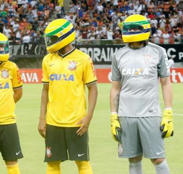 El Corinthians recuerda a Senna en su partido contra el Nacional