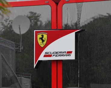 Logo de Ferrari en Barcelona - SoyMotor.com