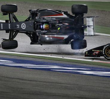 Gutiérrez vuela por los aires tras recibir el impacto de Maldonado - LaF1