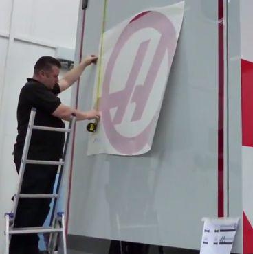 Haas F1 se decanta por el gris y el rojo para sus camiones - LaF1