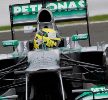 Nico Rosberg gobierna el W04 de 2013 en Silverstone, donde ha rodado con el W05 - LaF1