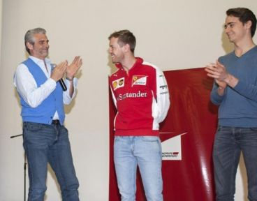 Maurizio Arrivabene, Sebastian Vettel y Esteban Gutiérrez en Maranello - LaF1