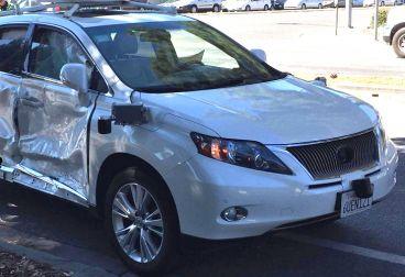 Una furgoneta embiste el coche de Google
